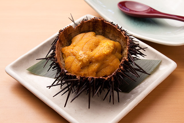 Shell roasted sea urchin
