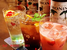 Alcohol-free cooktail is also full, people weal in alcohol can enjoy bar scene.